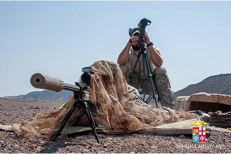 Primo a Gibuti un incursore della Marina a una competizione per sniper